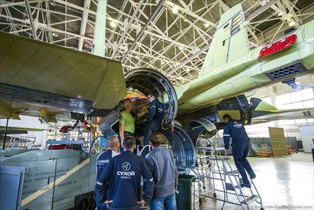 """Tham quan noi """"de"""" tiem kich Su-35 Nga voi nhieu cai moi - Anh 11"""
