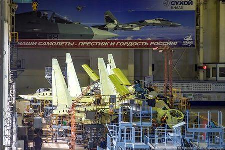 """Tham quan noi """"de"""" tiem kich Su-35 Nga voi nhieu cai moi - Anh 3"""