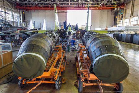 """Tham quan noi """"de"""" tiem kich Su-35 Nga voi nhieu cai moi - Anh 4"""