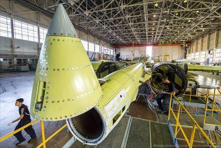 """Tham quan noi """"de"""" tiem kich Su-35 Nga voi nhieu cai moi - Anh 6"""
