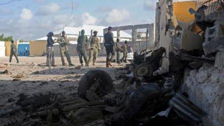 Danh bom lieu chet tai Somalia, 15 nguoi thiet mang - Anh 1