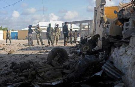 Somali: Al-Qaeda danh bom lieu chet khach san hang sang, 15 nguoi chet - Anh 1