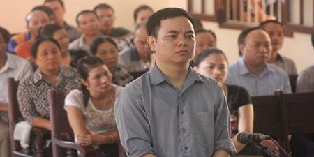 """Rut ruot"" xang, cua hang truong linh an tu - Anh 1"