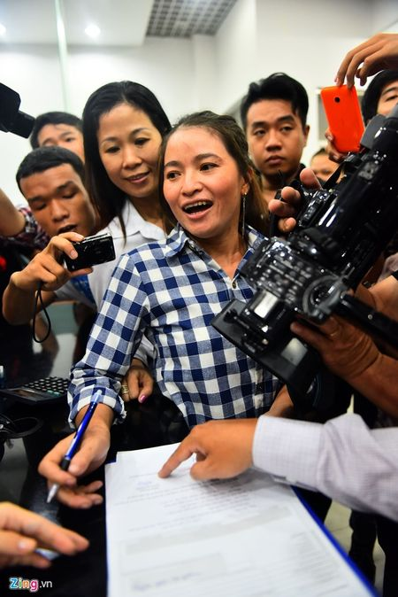 Trieu phu ve chai Sai Gon bat khoc khi nhan hon 200 trieu - Anh 5