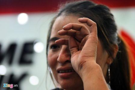 Trieu phu ve chai Sai Gon bat khoc khi nhan hon 200 trieu - Anh 8