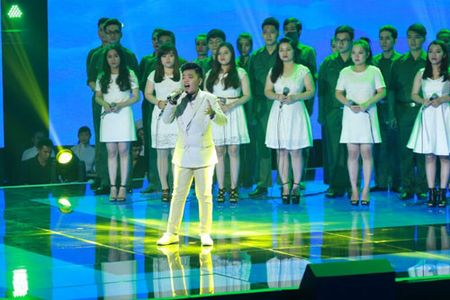 "Chung ket The Voice Kids 2015: Xuc dong cung ""Tinh me"" cua cau be ngheo - Anh 2"