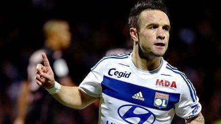 """Vong 11 Ligue 1: """"Than lun"""" Valbuena giup Lyon bay len hang 4 - Anh 1"""