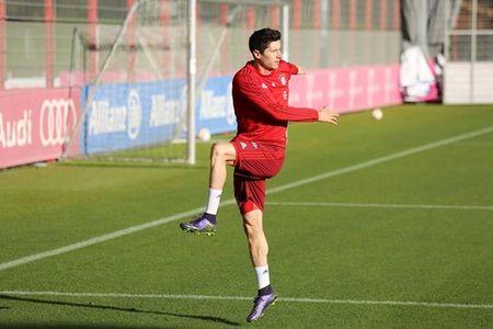 Arjen Robben tro lai tap luyen cung Bayern - Anh 6