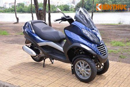Moto PKL 3 banh Piaggio MP3 250 lan banh tren pho Viet - Anh 1
