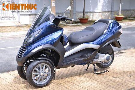 Moto PKL 3 banh Piaggio MP3 250 lan banh tren pho Viet - Anh 2