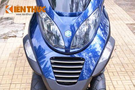 Moto PKL 3 banh Piaggio MP3 250 lan banh tren pho Viet - Anh 4