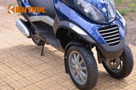 Moto PKL 3 banh Piaggio MP3 250 lan banh tren pho Viet - Anh 5