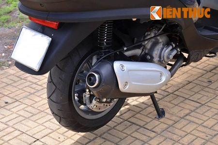 Moto PKL 3 banh Piaggio MP3 250 lan banh tren pho Viet - Anh 7