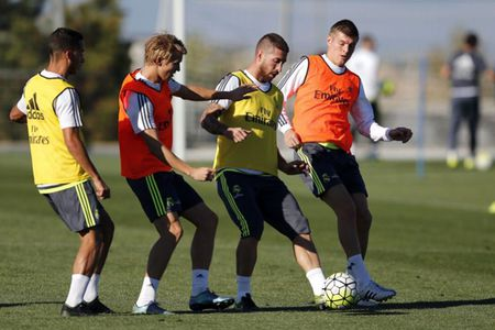 """Benzema """"out"""", Sergio Ramos """"in"""" - Anh 1"""