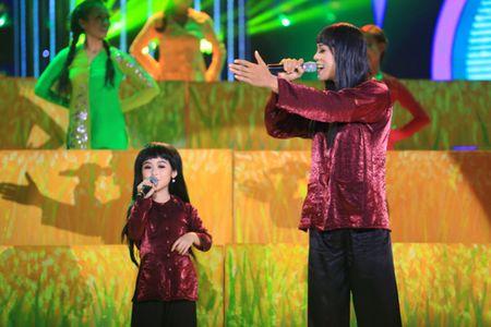 Guong mat than quen nhi: Hoai Linh, My Linh roi nuoc mat vi Gia Quy - Anh 4