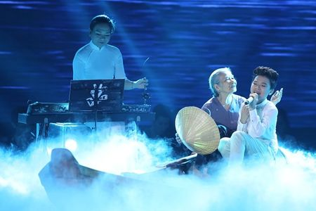 Truc tiep chung ket Giong hat Viet nhi 2015: Cam Ly hanh dien ve Cong Quoc - Anh 3