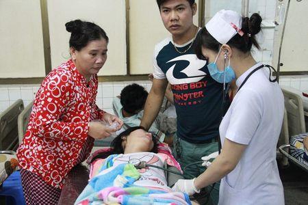 "Dinh chi cong ty nghi ""lam"" hon 400 cong nhan ngo doc - Anh 1"
