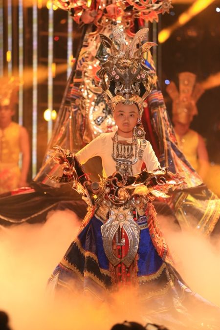Guong mat than quen nhi 2015: Phuong My Chi 'troc dau' het Phan Dinh Tung - Anh 1
