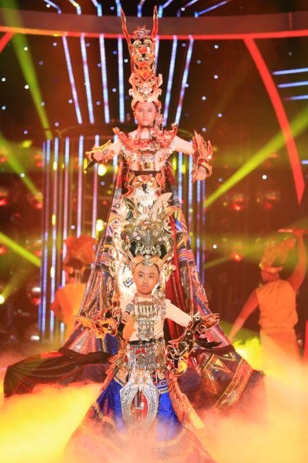 Guong mat than quen nhi 2015: Phuong My Chi 'troc dau' het Phan Dinh Tung - Anh 3