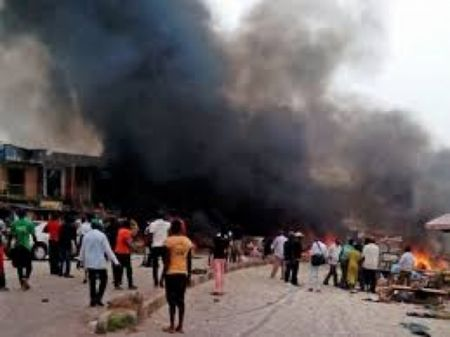 Nigeria: Danh bom nha tho, hon 120 nguoi thuong vong - Anh 1