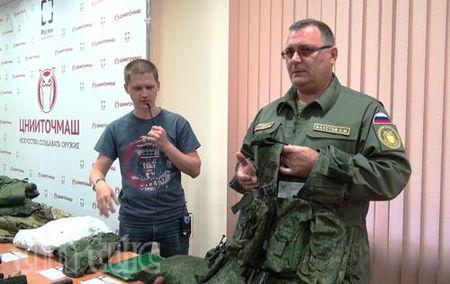 Cam nhan vu khi va trang bi cua quan doi Nga - Anh 2