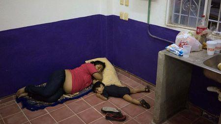 Nhung hinh anh dau tien ve sieu bao Patricia do bo vao Mexico - Anh 8