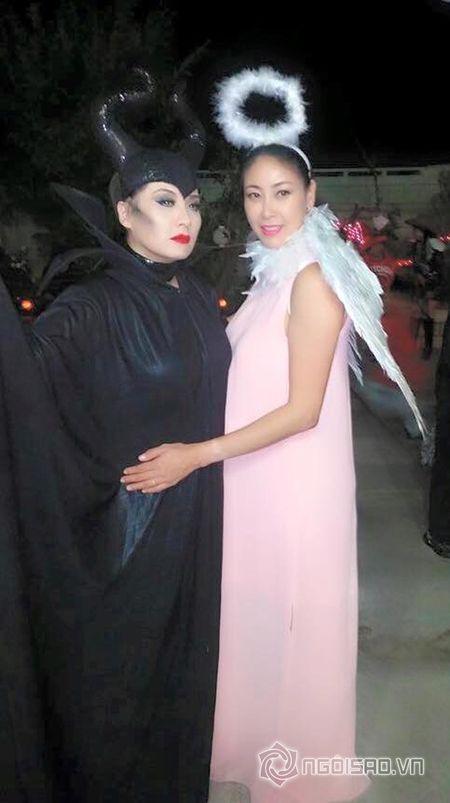Hoa hau Ha Kieu Anh va vo cu Bang Kieu don le Halloween som - Anh 1