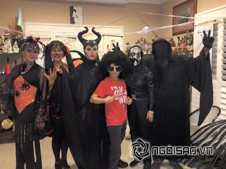 Hoa hau Ha Kieu Anh va vo cu Bang Kieu don le Halloween som - Anh 4