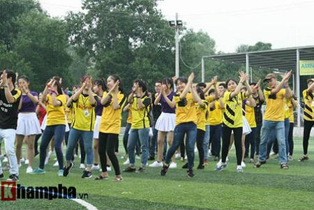 Fan nu Viet xinh tuoi ben huyen thoai cua Dortmund - Anh 10
