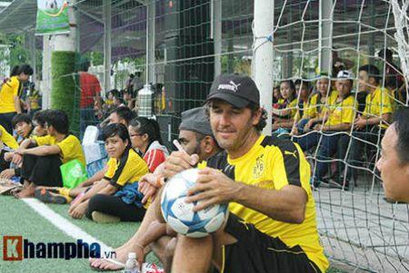 Fan nu Viet xinh tuoi ben huyen thoai cua Dortmund - Anh 11