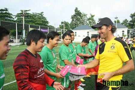 Fan nu Viet xinh tuoi ben huyen thoai cua Dortmund - Anh 13