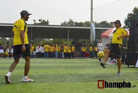 Fan nu Viet xinh tuoi ben huyen thoai cua Dortmund - Anh 4