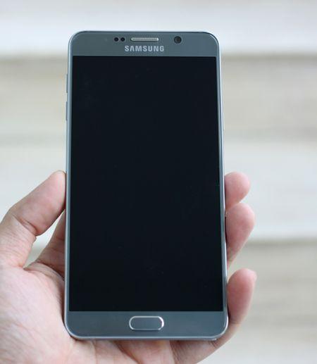 Galaxy Note 5 mau bac vua len ke o Viet Nam - Anh 2