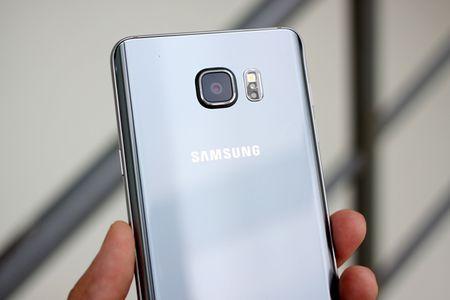 Galaxy Note 5 mau bac vua len ke o Viet Nam - Anh 4