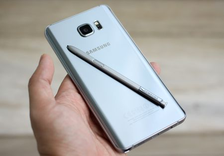 Galaxy Note 5 mau bac vua len ke o Viet Nam - Anh 5
