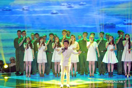 Hong Minh dang quang Quan quan Giong hat Viet nhi - Anh 4