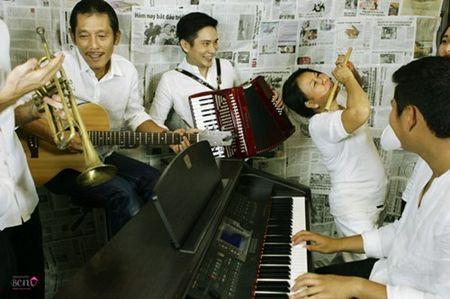 """""""Bo mac"""" can benh ung thu vu, me con Phuong Vy Idol thoa suc choi dua cung gia dinh - Anh 2"""