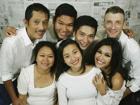 """""""Bo mac"""" can benh ung thu vu, me con Phuong Vy Idol thoa suc choi dua cung gia dinh - Anh 3"""