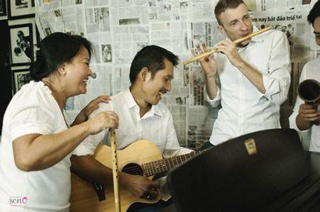 """""""Bo mac"""" can benh ung thu vu, me con Phuong Vy Idol thoa suc choi dua cung gia dinh - Anh 4"""