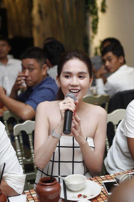 Ngoc Trinh hao hung khoe giong trong tiec dong may 'Vong eo 56' - Anh 2