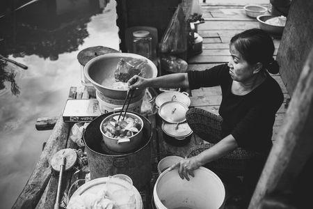 Troi noi kiep nguoi xom phao giua long Ha Noi - Anh 5