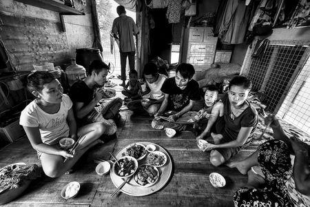Troi noi kiep nguoi xom phao giua long Ha Noi - Anh 8
