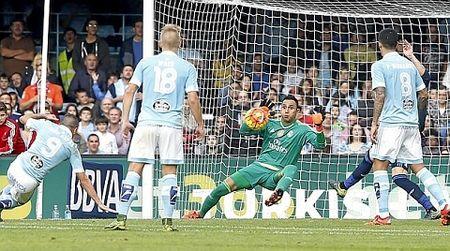 DIEM NHAN Celta Vigo 1-3 Real Madrid: Navas bat qua hay, tam tau JRV thang hoa - Anh 2