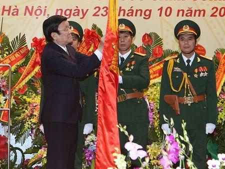 Tong cuc Tinh bao quoc phong don nhan Huan chuong Quan cong hang nhat - Anh 1