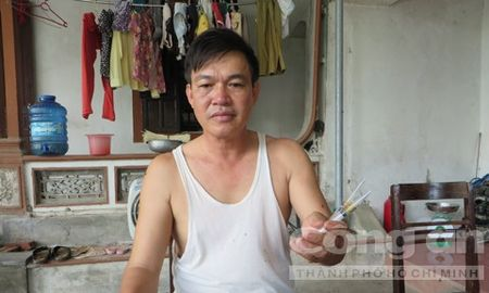 Mot can bo xa bi 6 ke bit mat hanh hung - Anh 2