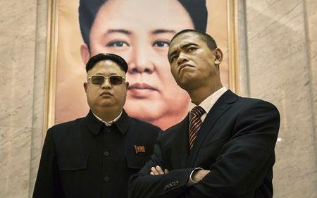 Ban sao Obama va Kim Jong Un dong phim chung - Anh 2