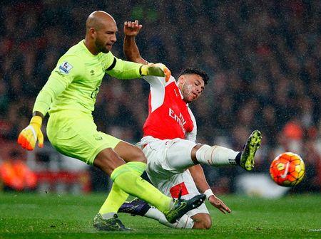 Arsenal 2-1 Everton (H2): Giroud sut doi xa - Anh 2