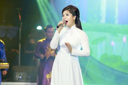 "MC Quang Minh thac mac hanh dong ""le luoi"" cua Bui Anh Tuan - Anh 9"