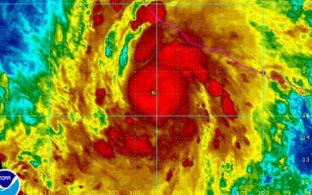 Bao Patricia manh tuong duong sieu bao Haiyan khi do bo vao Mexico - Anh 1