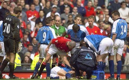 10 tran derby Manchester dang nho nhat ky nguyen Premier League - Anh 2